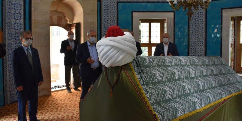 Çoban Mustafa Paşa için türbesi başında anma töreni düzenlendi
