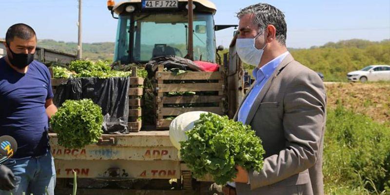 Belediye, çiftçinin elinde kalan 25 ton sebzeyi aldı! İhtiyaç sahiplerine dağıtılacak