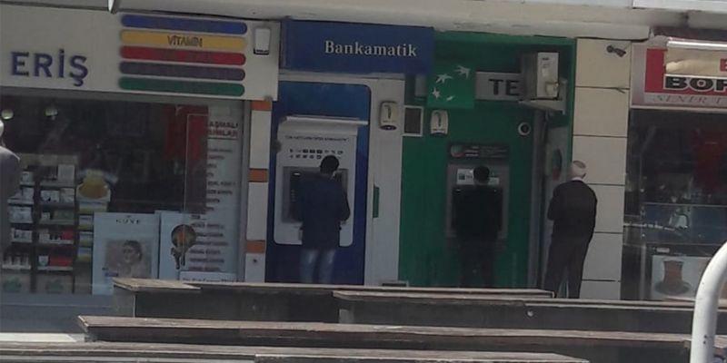 İş Bankası'nın ATM'si arızalı