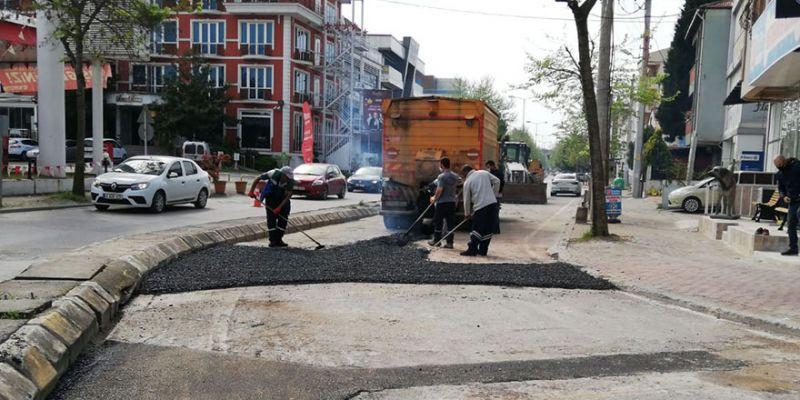İzmit'te asfalt ve onarım çalışmaları sürüyor