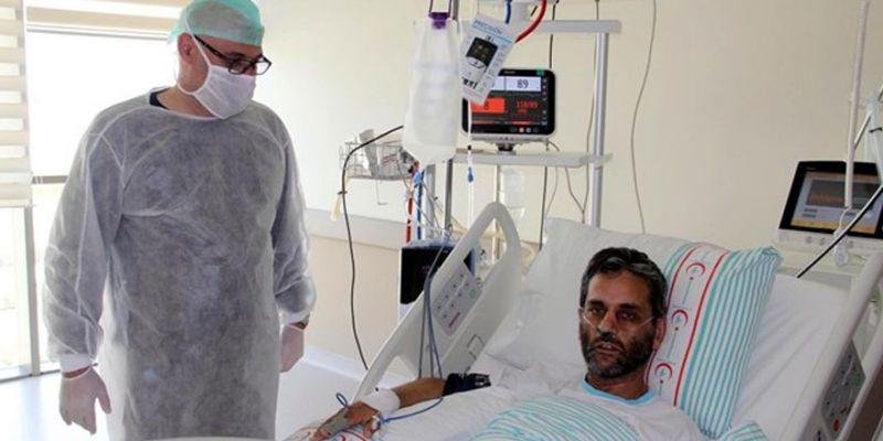 Koronavirüsü önce kendi yendi sonra hastasını kurtardı