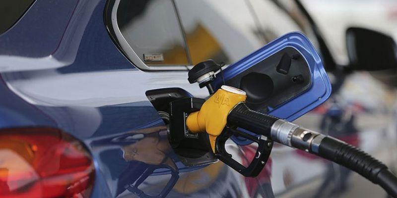 Benzin fiyatına bu gece zam gelecek mi?