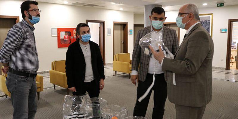 Koronavirüs tedavisinde kullanılan helmet maske üretildi