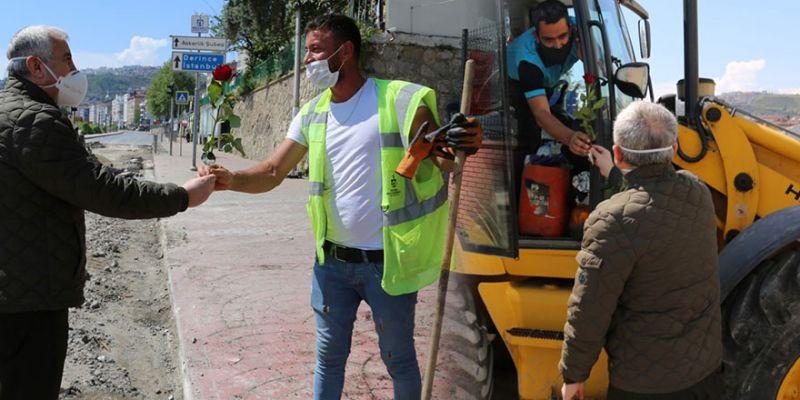 İşçiye çiçek takdim etti, bayramını kutladı