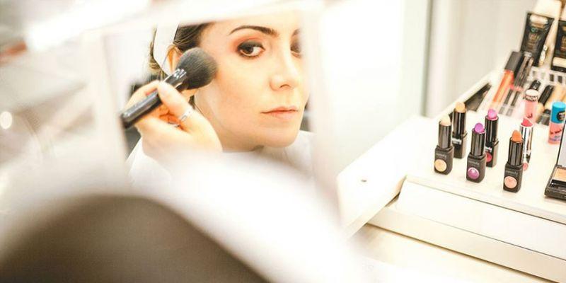 Koronavirüs pandemisinde kozmetik uygulamalarına dikkat