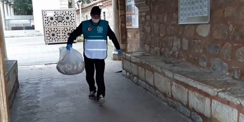 Yoksul 300 aileye iftar yemeği gönderiyorlar