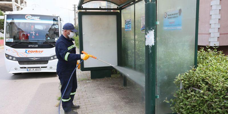 Otobüs durakları her gün temizleniyor