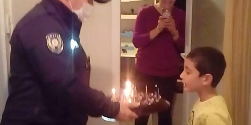 Polisten Celil'e sürpriz doğum günü