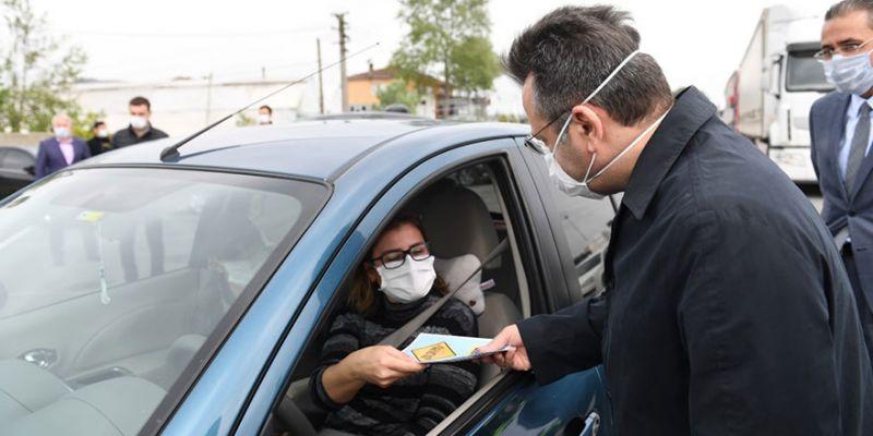 Vali Aksoy sürücülere broşür dağıttı
