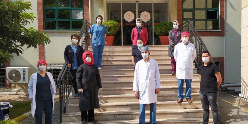 Öğrenci velilerinden sağlık çalışanlarına ikram
