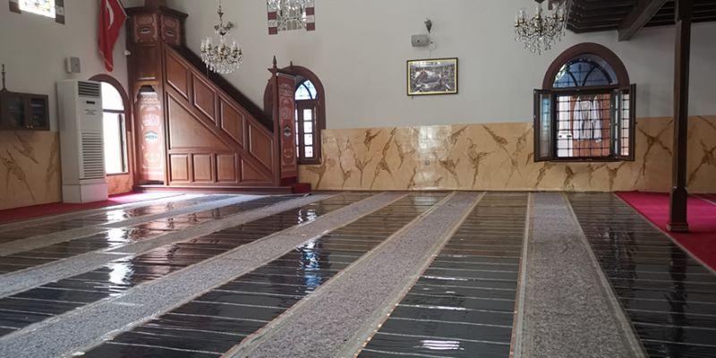 Hayırsever iş adamı caminin iç restorasyonunu yaptırdı