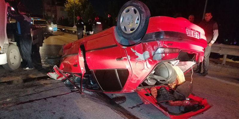 Karşı şeride dalan otomobil iki araca çarptı: 1'i ağır 3 yaralı