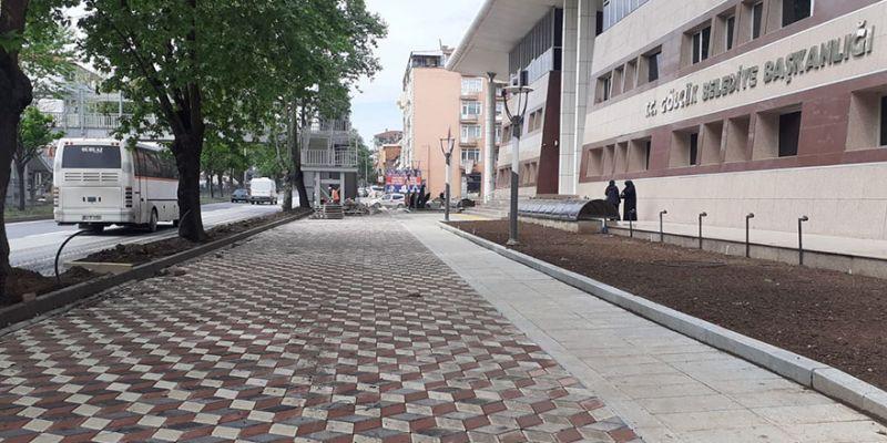 Belediyenin önündeki düzenleme bitiyor