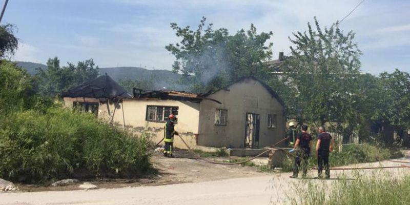 İşçilerin kaldığı ev yanarak kül oldu