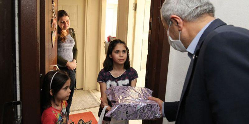Büyükgöz'den özel çocuklara hediyeler