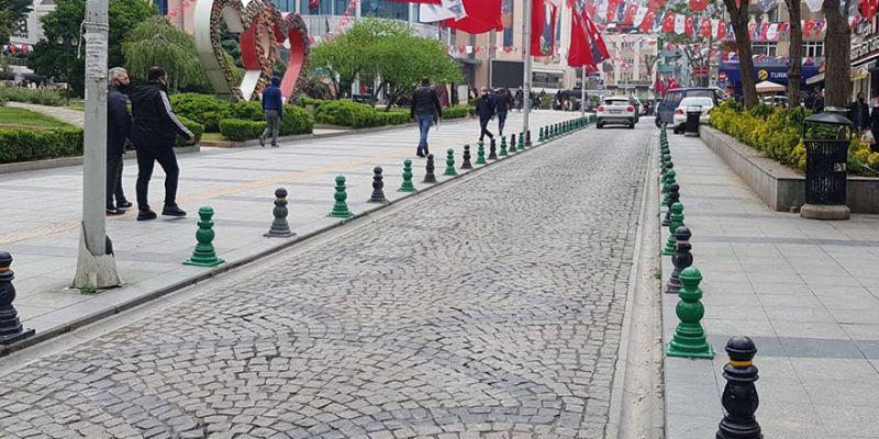 İzmit'te caddeler yeşil-siyaha büründü