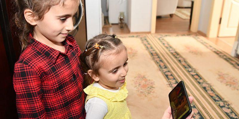 Çiftçi, kendisine mektup yazan küçük Ayşe'ye kitap hediye etti