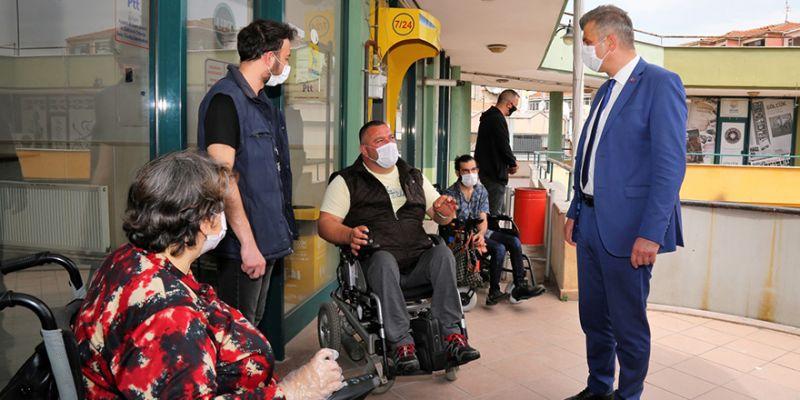 İş merkezine yapılan asansör Gölcüklü engellileri mutlu etti