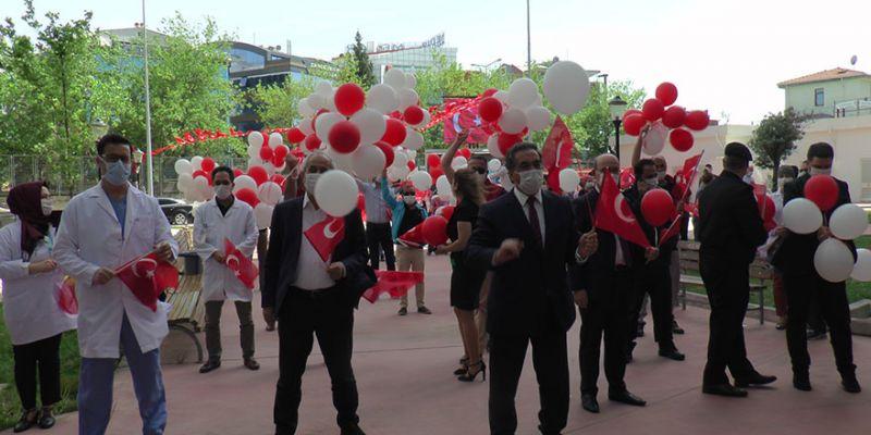 Hemşireler Günü şarkılar ve balonlarla kutlandı