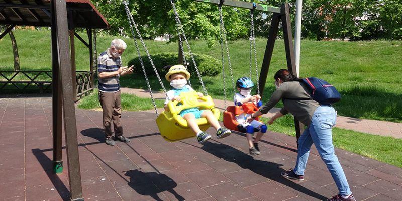 İzmit'te çocuklar parkların tadını çıkardı