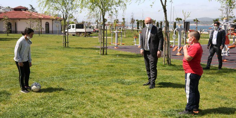 Bıyık, parkta çocukları karşıladı