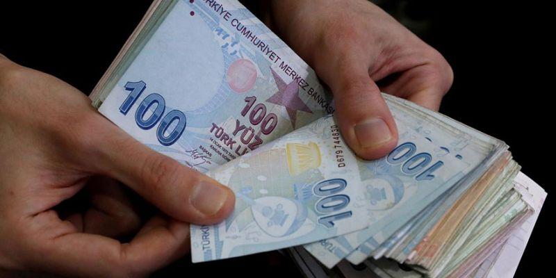 O fabrika, işçisine 1000'er lira dağıttı