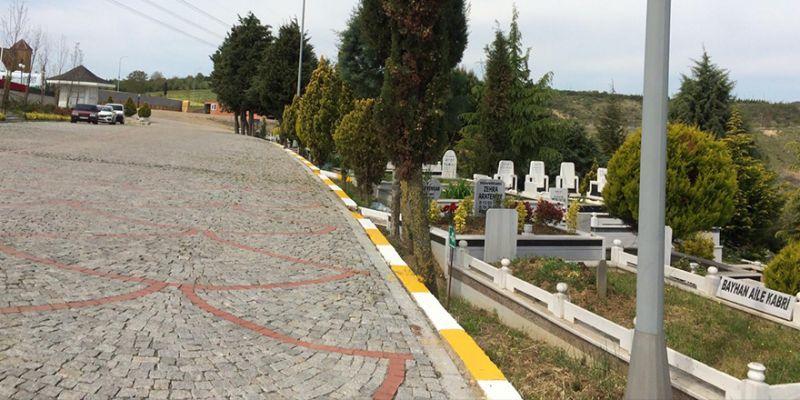 Mezarlıklarda bayram hazırlıkları sürüyor