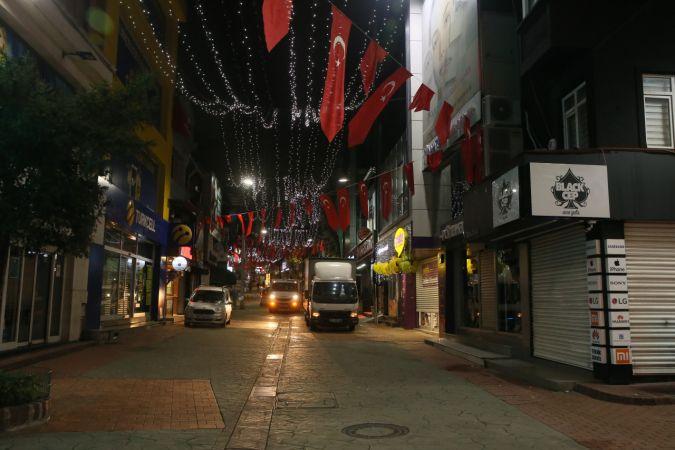 Bomboş kalan İzmit sokaklarından görüntüler