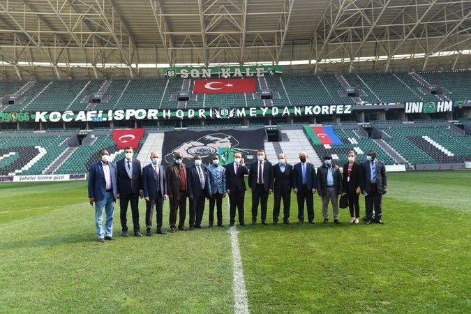 Vali Yavuz Gineli Bakan'a Kocaeli Stadyumu'nu gezdirdi