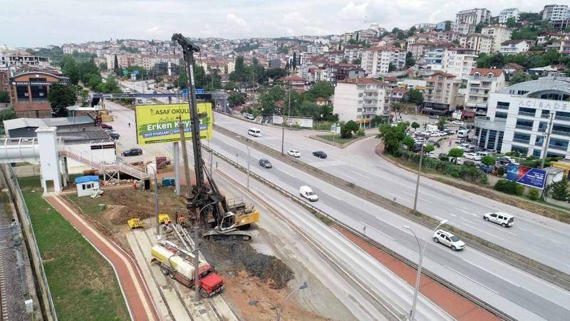 Tramvay yaya köprüsünün temel kazıkları çakılmaya başlandı
