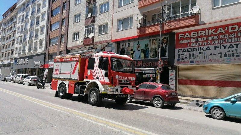 Yangın ihbarıyla gelen ekipler, dumanın sebebini öğrenince şaşkına döndü