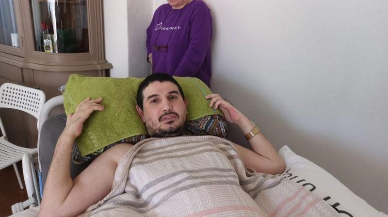 Omurilik felci genç, akülü sandalye ile hayata tutunmak istiyor