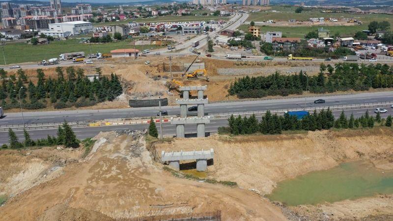 Dev projede yol genişletme ve köprü inşası sürüyor
