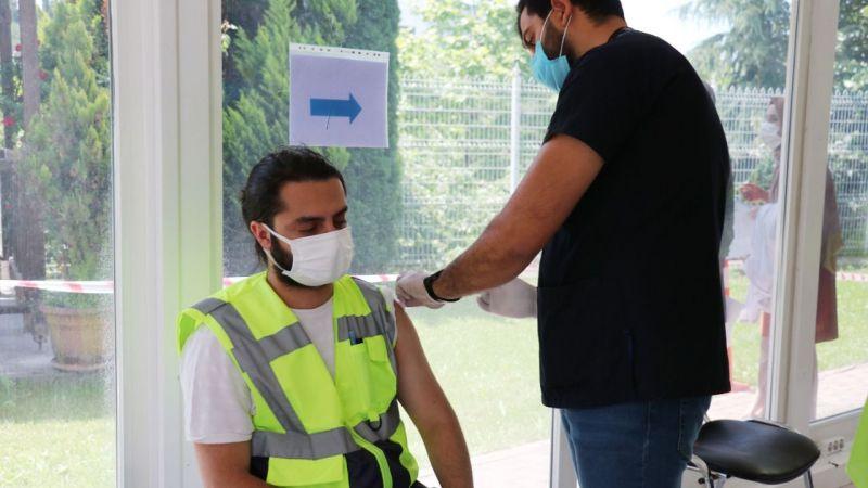 Mobil aşı ekipleri üretimin aksamaması için seferber oldu