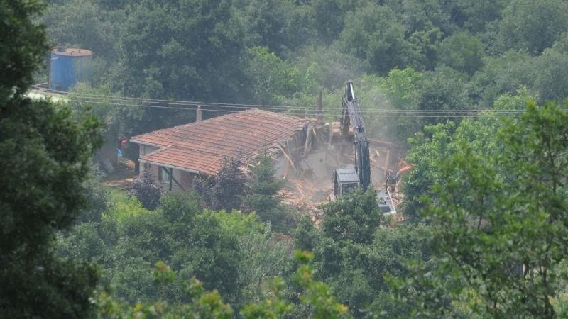 İYİ Partili Türkkan'ın çiftliğindeki kaçak yapılar yıkıldı
