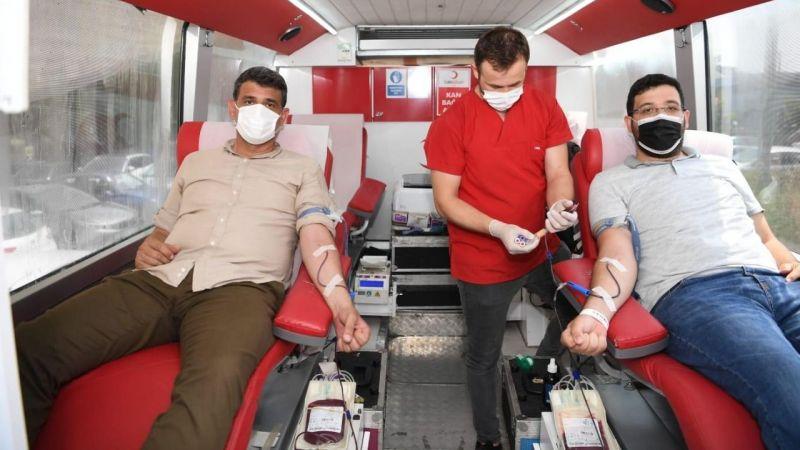 AK Parti Kartepe, kan bağışında bulundu