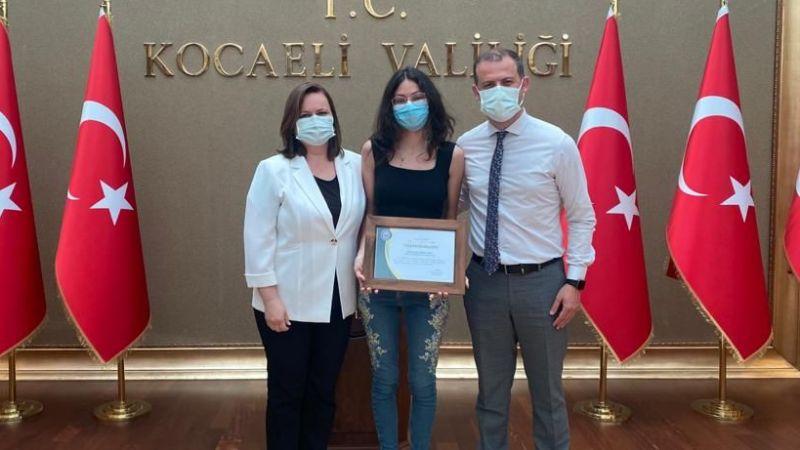 Bahçeşehir'in başarılı öğrencisi İrem'e ödül