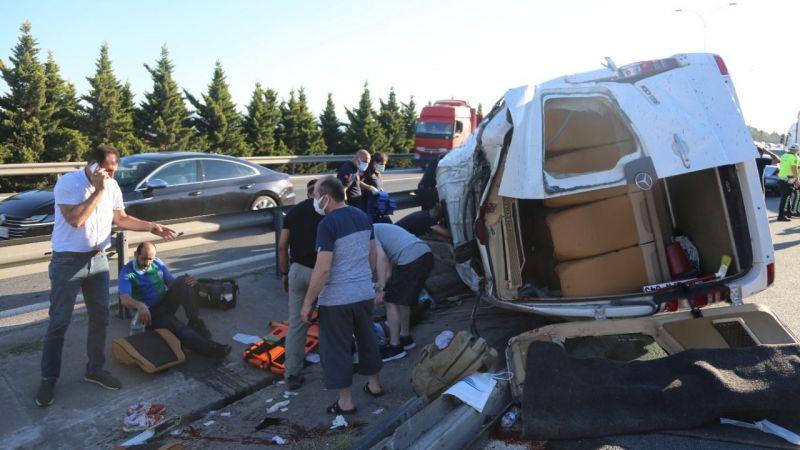 Tersane işçilerini taşıyan minibüs ile otomobil çarpıştı: Çok sayıda yaralı var
