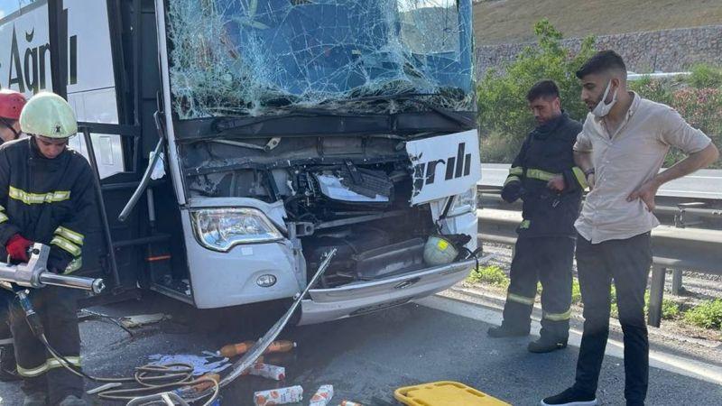 Yolcu otobüsü tıra çarptı: Yaralılar var