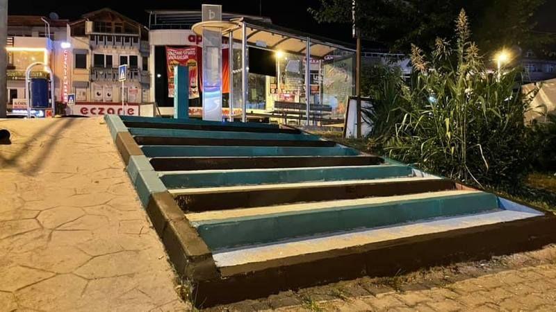 Kuruçeşme'nin merdivenleri Yeşil-Siyah renklere bürünüyor
