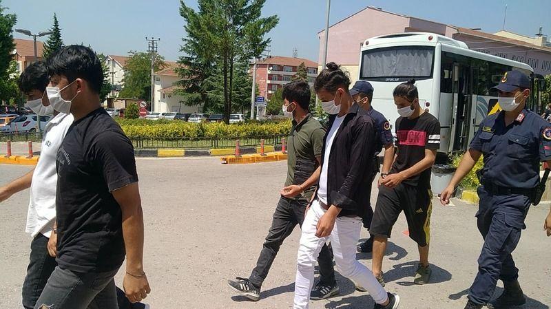 İnşaatlarda çalıştırılan 21 Afgan kaçak yakalandı