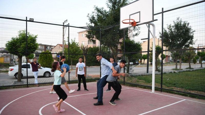Başkan Kocaman'ın gençlerle basketbol keyfi