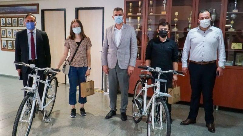 YKS'de derece yapan öğrencilere bisiklet