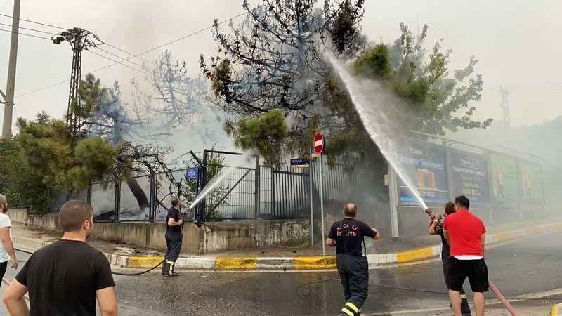 Eski askeri hastane alanında yangın