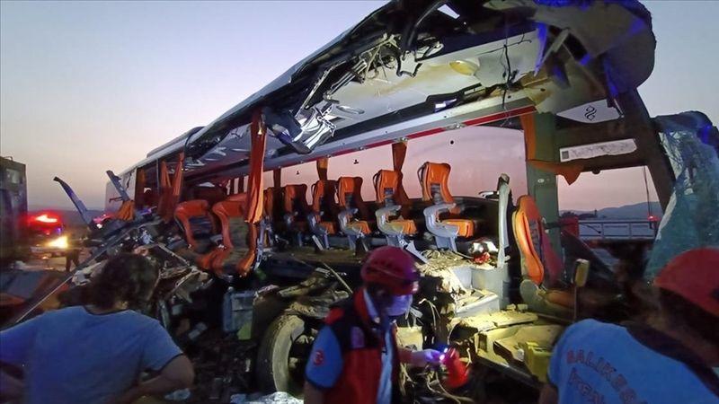 Manisa'da katliam gibi kaza: 6 ölü, 37 yaralı