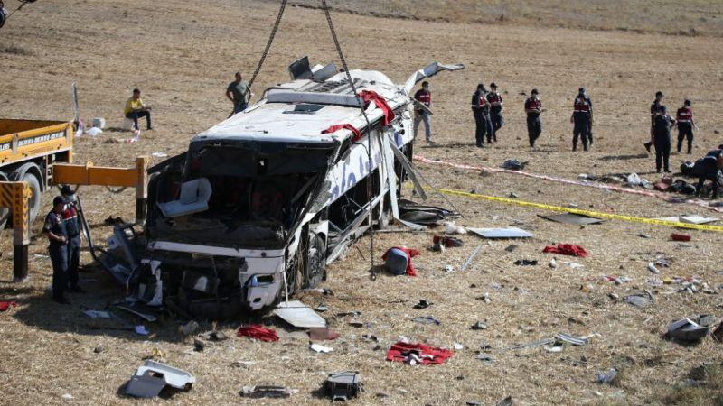 """Yaralı kaza anını anlattı: """"Sol tarafta hiç yolcu yoktu, hepsi etrafa saçılmıştı"""""""