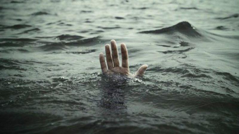 Denize giren iki akrabadan biri boğuldu, diğeri aranıyor