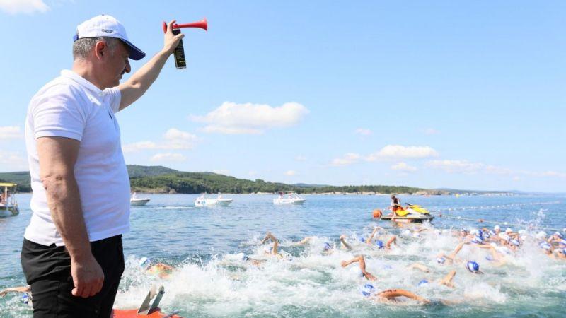 Açık su yüzme yarışının startını Büyükakın verdi