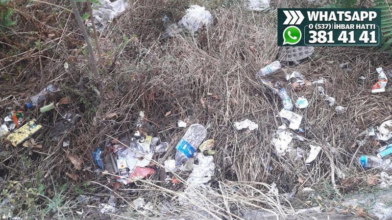 Topçular Mahallesi'nde çöpler çevreye atılıyor