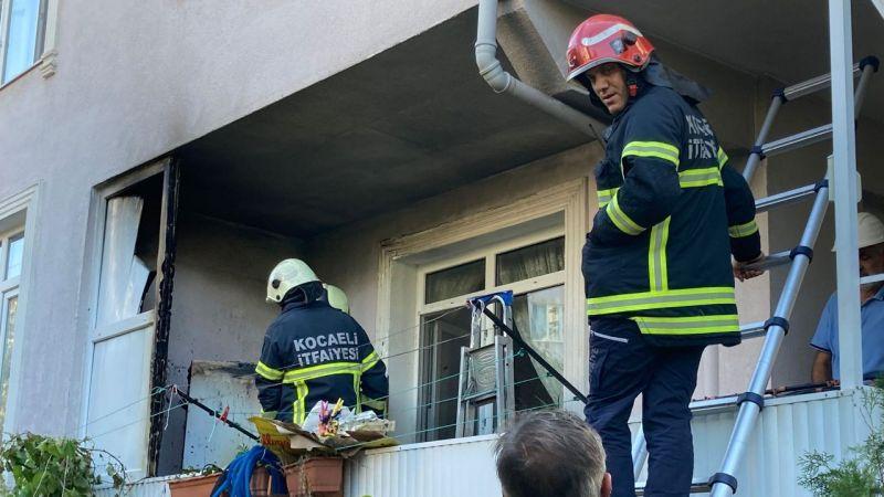 Evin balkonundaki buzdolabı alev aldı